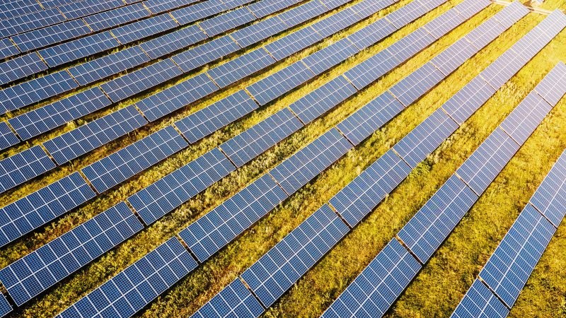 EOS a fianco di F2i nella cessione a Crédit Agricole Assurances del 30% di EF Solare Italia