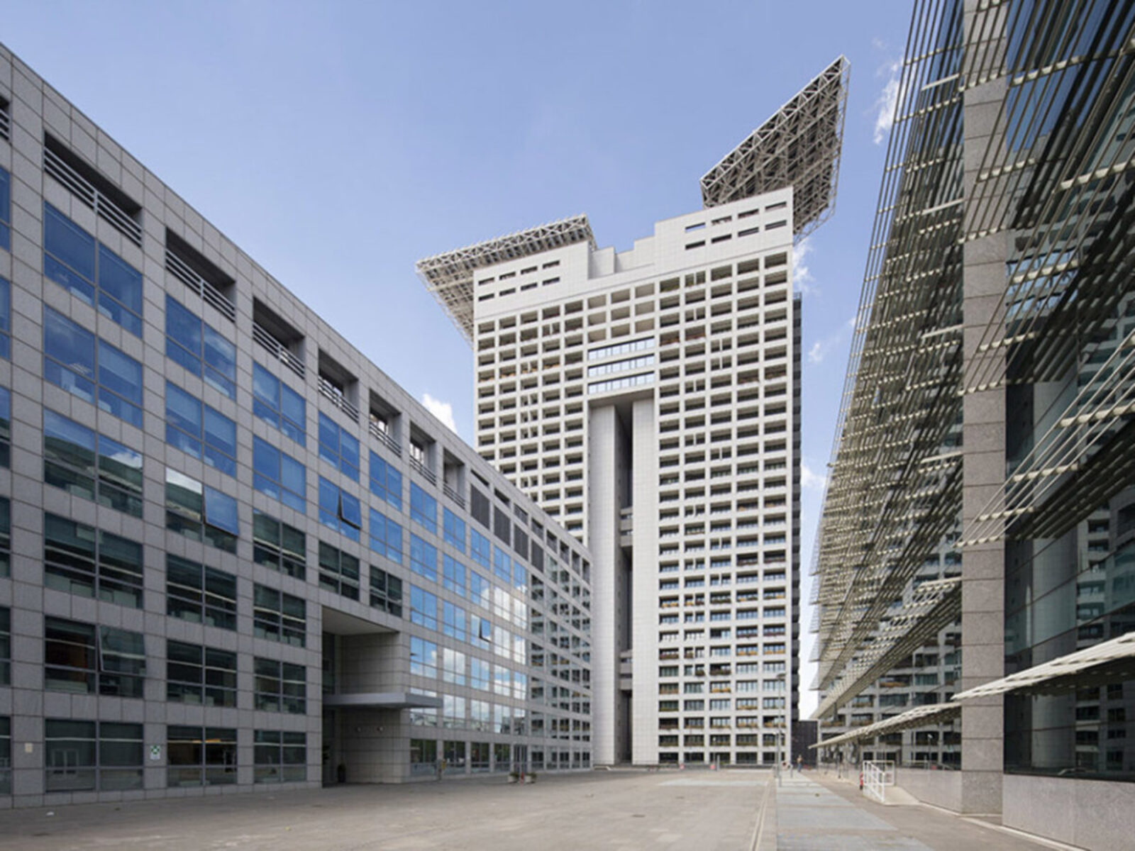 Europarco Business Park – EUROSKY TOWER – Residential Building